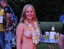 blonde kathi nackt draussen 2