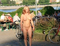 blonde kathi nackt draussen 9